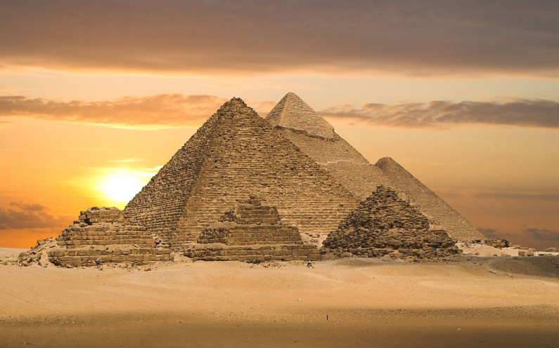 Incredible Illegal Photos From Atop Egypt's Pyramid of Giza