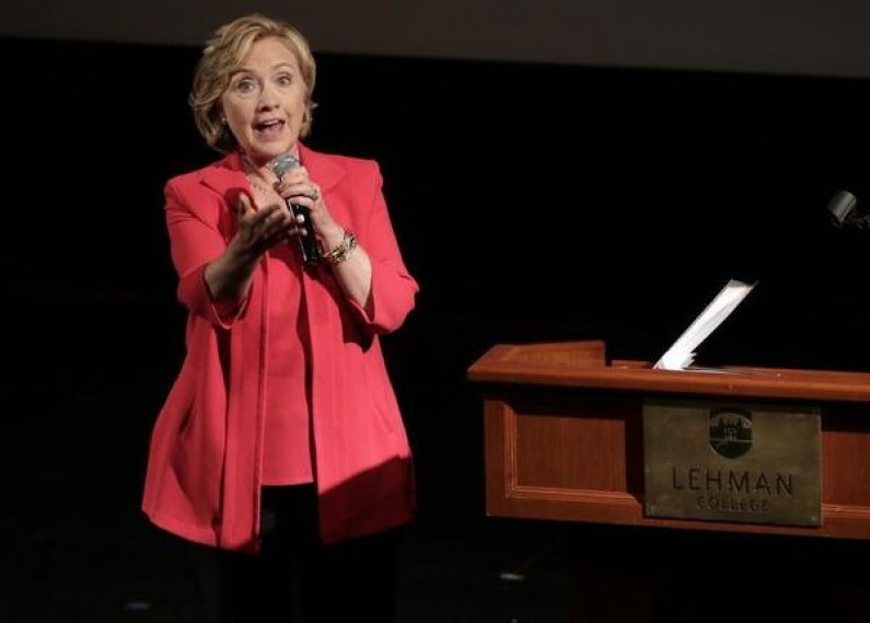Clinton Tops GOPers in Swing State Poll